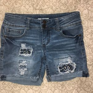 Mudd 8 frayed blue jean shorts bandana
